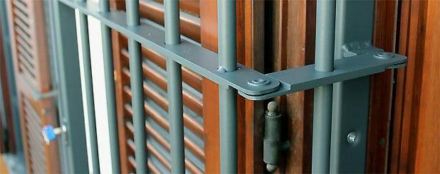 Inferriate blindate con doppio snodo officine locati - Inferriate per finestre milano ...