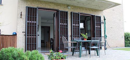 Persiane con grata o inferriata officine locati dal 1925 for Grate in legno per balconi